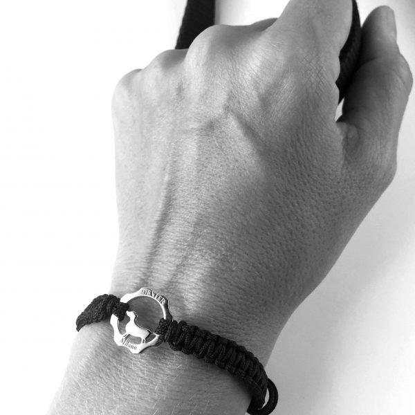 Bracciale simbolo bassotto argento e filo nero