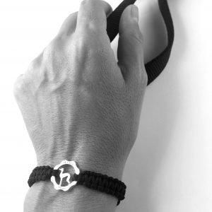 Bracciale simbolo levriero argento e filo nero