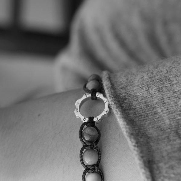 Bracciale Mini argento pietre grandi ematite indossato